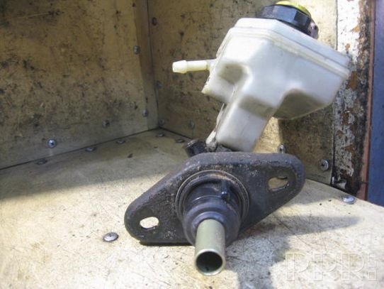 Ford Puma Pagrindinis stabdžių cilindriukas 74471061