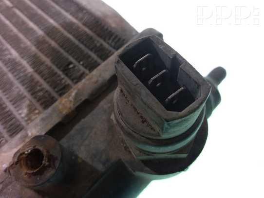 Volkswagen PASSAT B3 Aušinimo skysčio radiatorius 353121253F