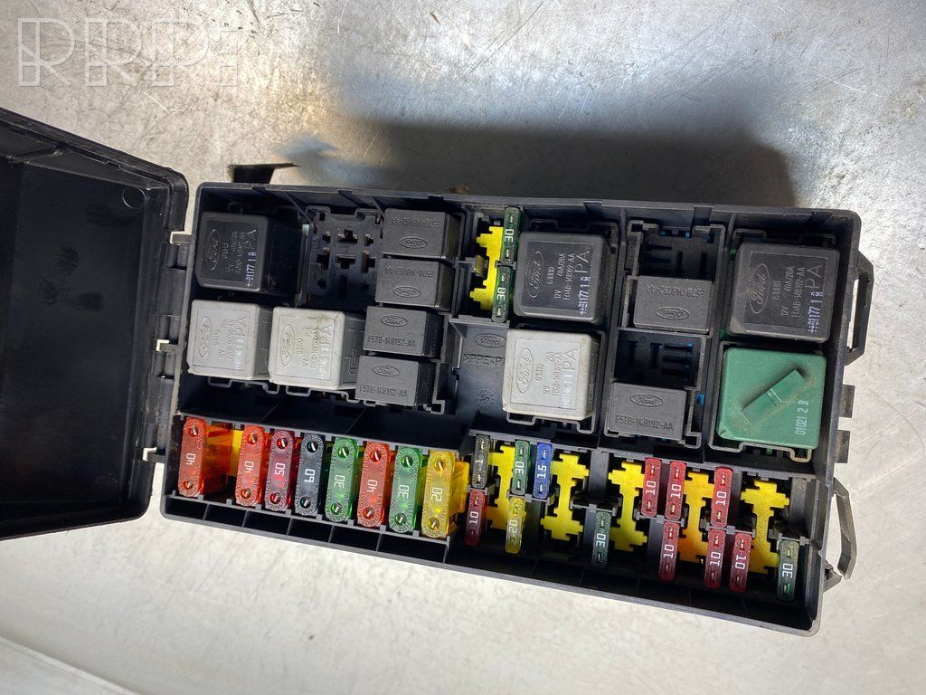 sbr10532 ford focus fuse box set 1b86355 518261300 98ag14a067ce - used car  part online, low price | rrr.lt  rrr